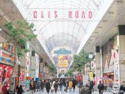 たくさんの商店が並ぶ仙台を代表するアーケードの一つ『クリスロード』内に当ホテルあり