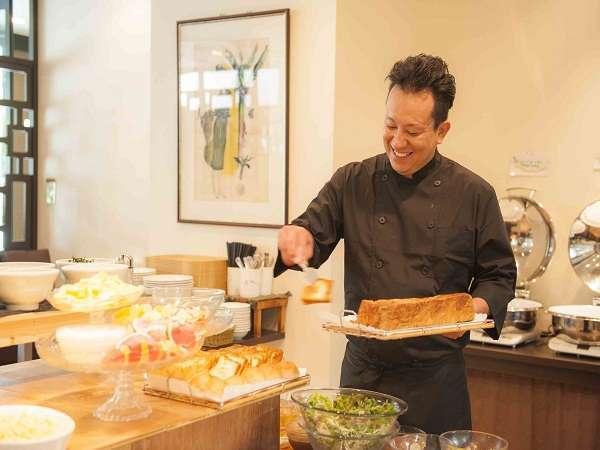 朝食は元気の源!!自慢の沖縄料理もご用意。