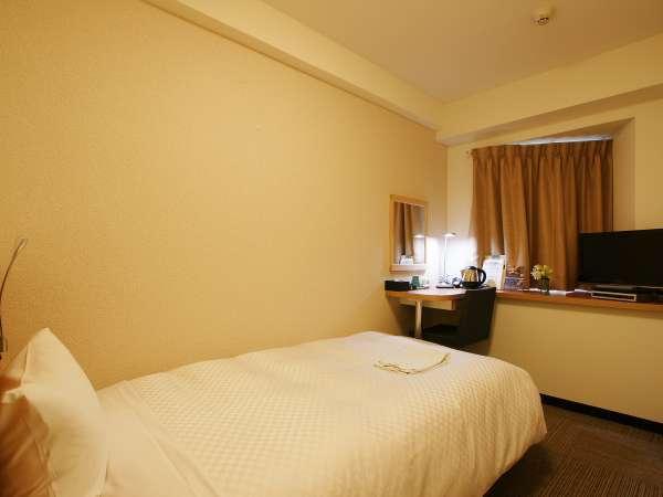 シングルルーム:14㎡、ベッド幅122cm。ベッドのマットレスは、全米シェアNO.1のSerta(サータ)です。
