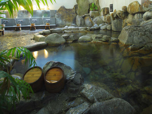 ◆【巌窟の湯】5ヶ所の源泉を持つ大橋の湯。ここで、ラドン泉とトリウム泉に入れます。