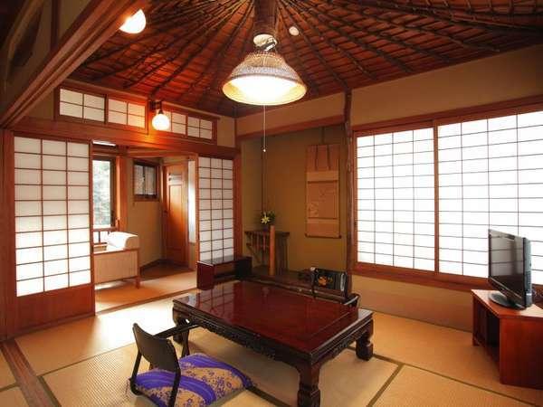 ◆準特別室「南天の間」◆天井と床柱には、南天の木が使用されています。