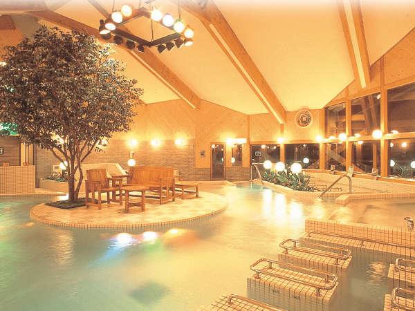 *【クアガーデン】大浴場の奥には水着で入れる温浴施設がございます。