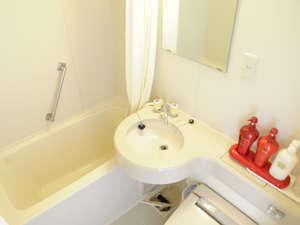 浴室はユニットバス、トイレは温水洗浄機能付きトイレ。