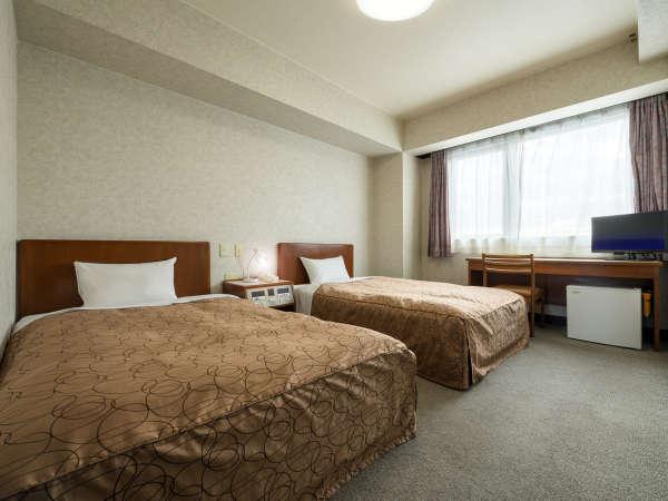 ツインルームです。18㎡の広さです。セミダブルサイズベッドです。