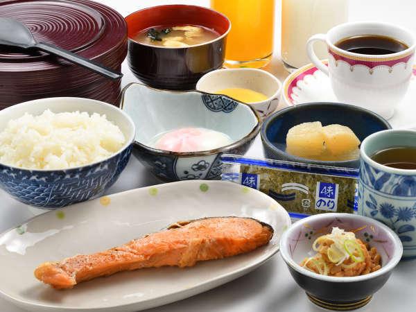 ボリューム満点のイマルカ特製和朝食です。