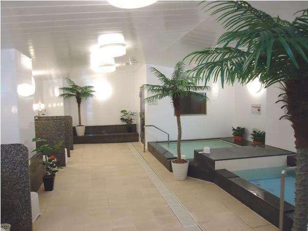 【大浴場】※男性専用[16:00~25:00]麦飯石を使用した人工温泉です。