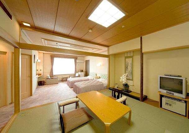 【海側特別室一例】和室8畳とツインの広々としたオーシャンビューのスイートルームです。