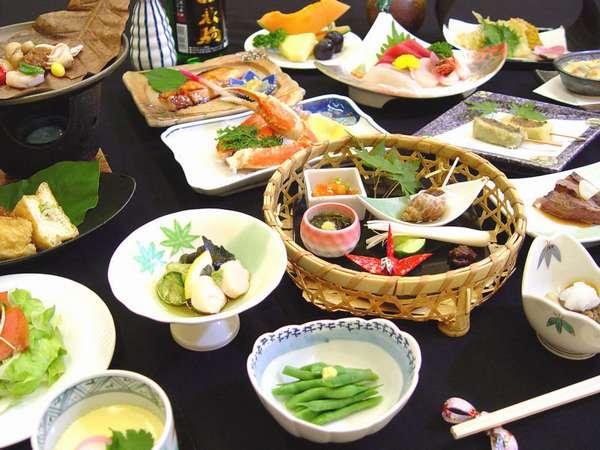 *夕食全体(料理一例)海の幸・山の幸をふんだんに使っています