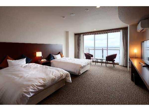 不知火海を眺める洋室で朝の爽やかな風景をお楽しみください