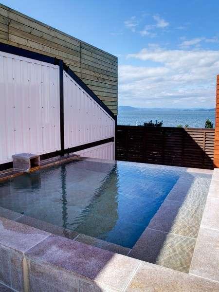 海を眺める展望露天風呂