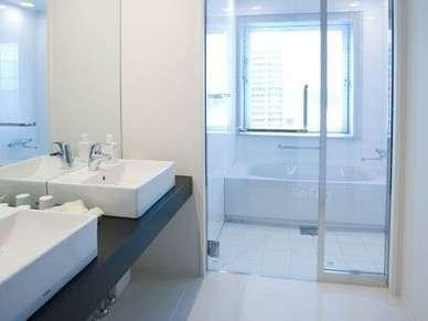 【バスルーム】バスルームからつくばの街並みがご覧いただけます。寛ぎの時間をお楽しみください。