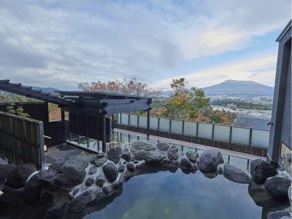 霊峰富士を一望できる露天風呂(木の花の湯)