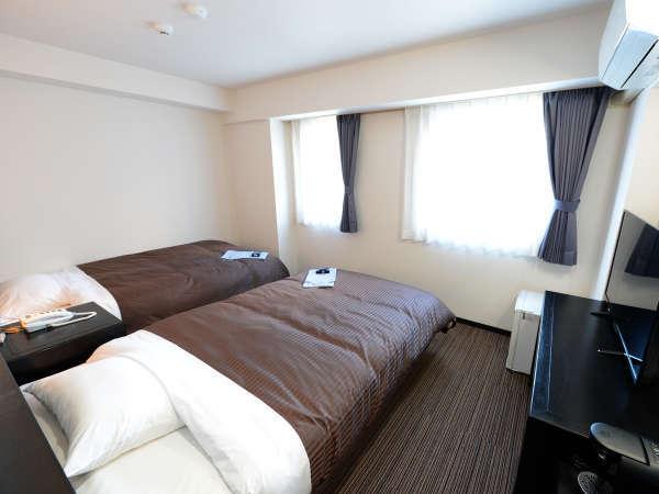 2Fリニューアル客室:ツイン/シンプルで有りながら通常客室とは一線を画した設備にてご提供