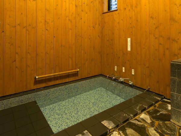 日田といえば天然温泉。源泉掛け流しの貸切風呂でごゆっくりお愉しみください。