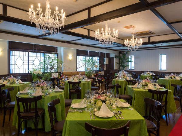 【レストラン】最大70名様までご利用いただける、広々としたレストラン。