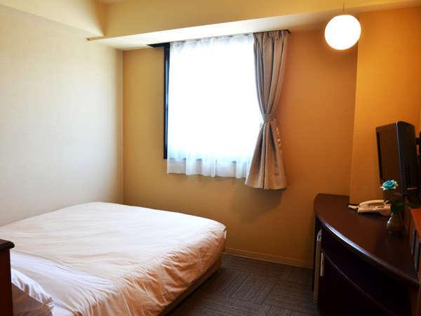 おひとりで贅沢に、おふたりでリーズナブルにご宿泊いただけるセミダブルルームです。