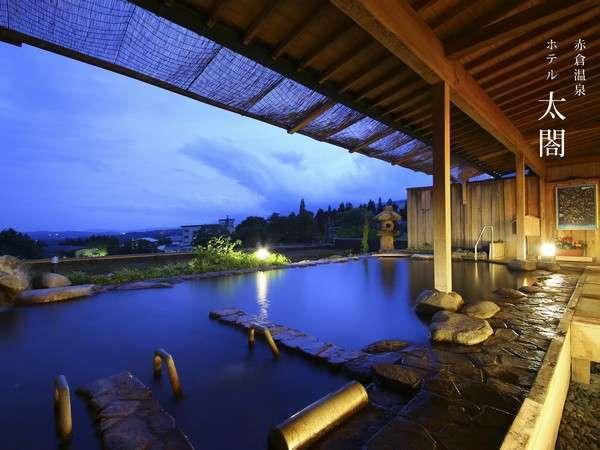 夕暮れから青い夜へ…露天風呂にて。