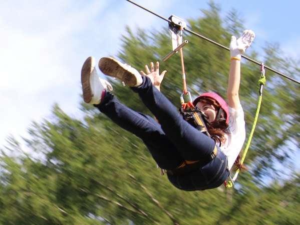 フォレストジップライン 勇気を出して空中に飛び出して、爽快感と達成感を味わおう!