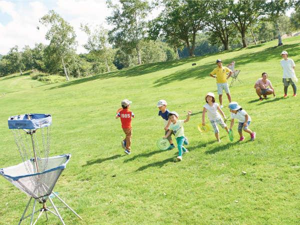 ディスクゴルフ ディスクを投げるだけなので、誰でも簡単に遊べます♪