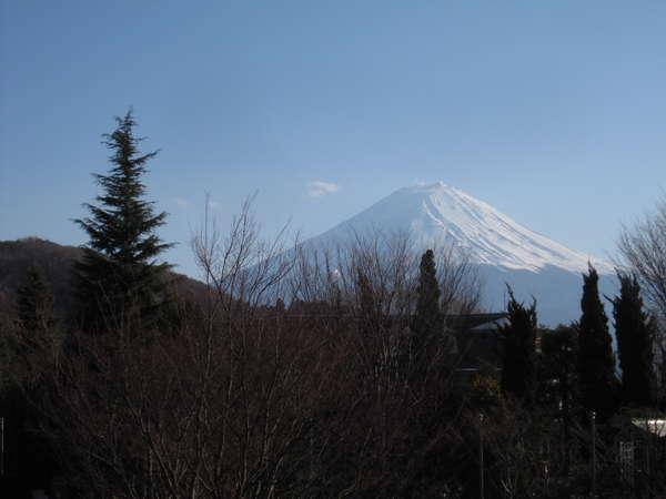 バルコニーからの富士山。3月中旬の撮影です。少しズームしてます。