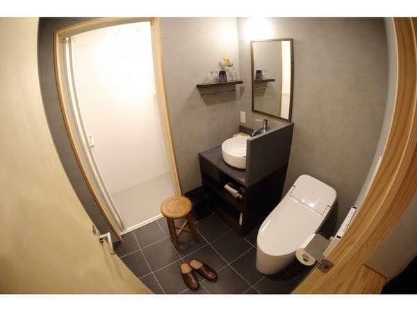 2階和室「じょうはな」② トイレ・洗面・シャワーブース定員2名