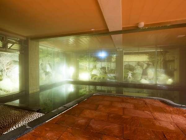 【大浴場 女性】庭園を眺めながら静かな中でゆったりと気ままに楽しめる、それが月香の大浴場の魅力です。