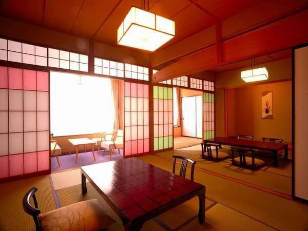 和室10畳2間のゆったりとした客室に心なごまされ、佐梨川の清流に心を癒されます。