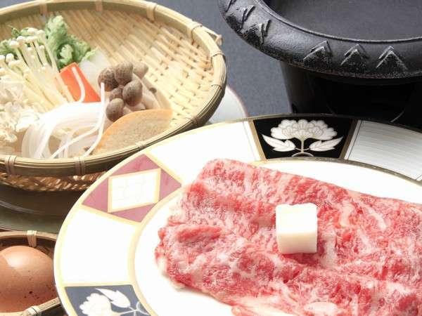 上質な越後牛の「すき焼き」料理長特製割り下でご賞味下さいませ。