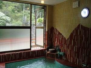 山上川の眺めが素晴らしい大浴場