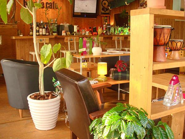 *木の温もり溢れる空間。お昼はカフェとしてご利用いただけます!