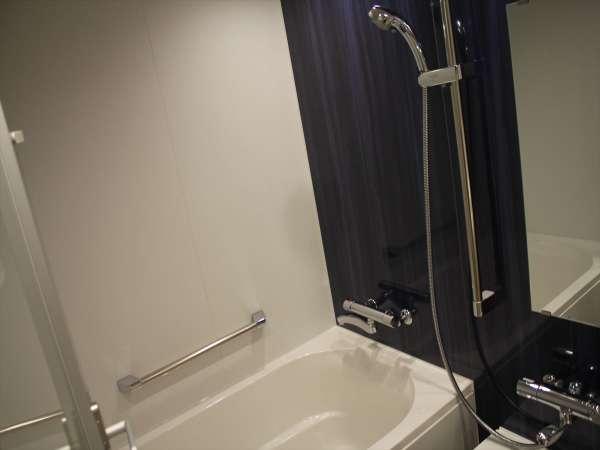 デラックスルームでは全室ゆったり広々のバスルームをご用意しております。
