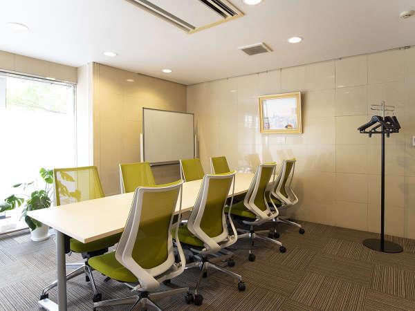 当ホテル内のレンタルオフィスは時間利用で、ミーティング・執務など様々な用途にお使い頂けます。