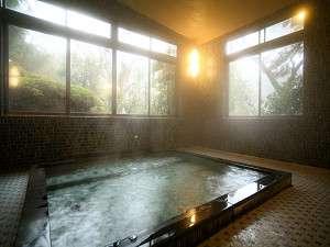 女性浴場2面窓で周りも緑がいっぱいです(貸切風呂プランで使用します)