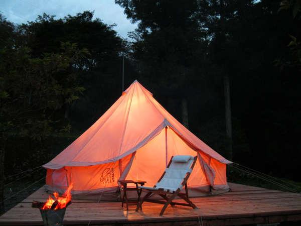キャンプ場のサービスをホテル並にした、いま人気のお手軽アウトドア