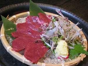 松本名物!!馬刺しです。薬味と生姜醤油で召し上がれ。