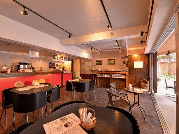 *カフェ・スパ・ノイエポスト(1F)/本格的なドリップコーヒーを楽しめるオープンカフェ。(8:00~17:30)