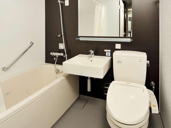 【バスルーム】広めのバスタブで、ゆっくりとお湯に浸かってリラックスタイムをお過ごしください♪