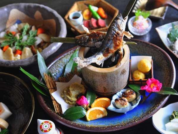 【夕食】旬の山の幸や地元の食材をたっぷり使った創作会席料理