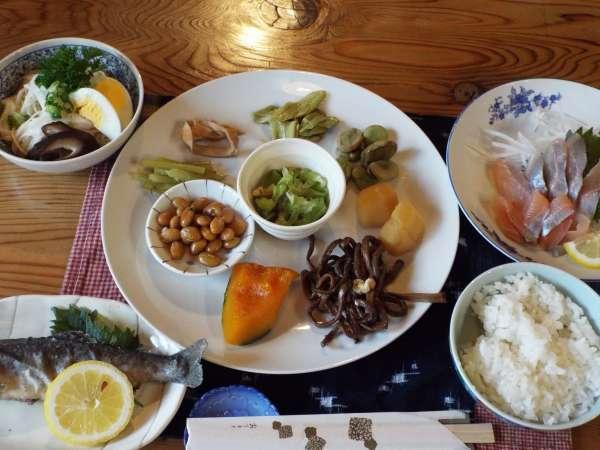 料理は季節の旬の食材を調理します。写真は一例です。