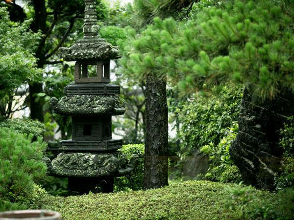 ◆庭園◆緑深い庭園に、心和むひと時