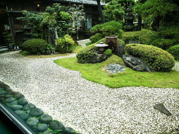 ◆庭園◆「枯山水の和風庭園」を眺めながら、日々の喧騒から身体を開放する――