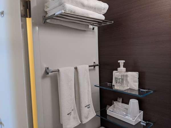 【アメニティ】全ての客室に歯ブラシ、カミソリ、綿棒、ヘアブラシをご用意しております。