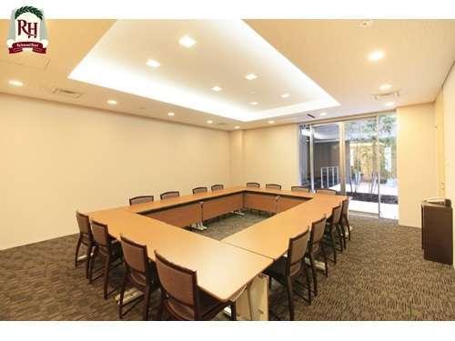 ■会議室 40㎡■1時間5000円。スターバックスのコーヒーポットサービスも行っております(有料)