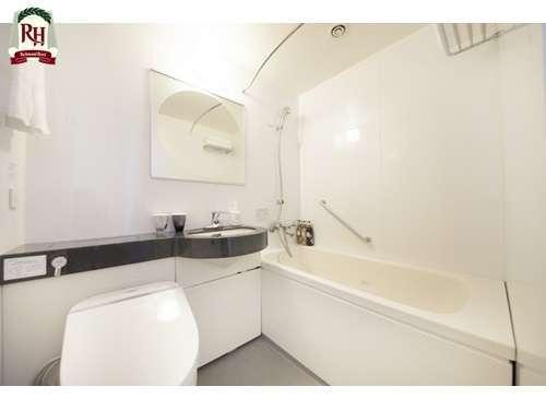 ■バスルーム■バスタブ横には手すりを設置しております。