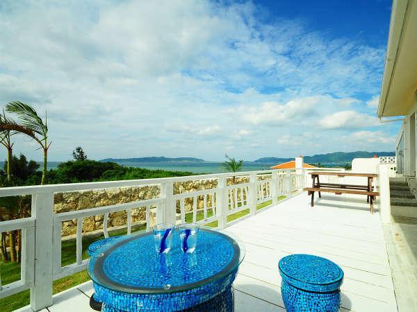 【ガーデン&テラススペース】青い海と青い空はまさに絶景です。