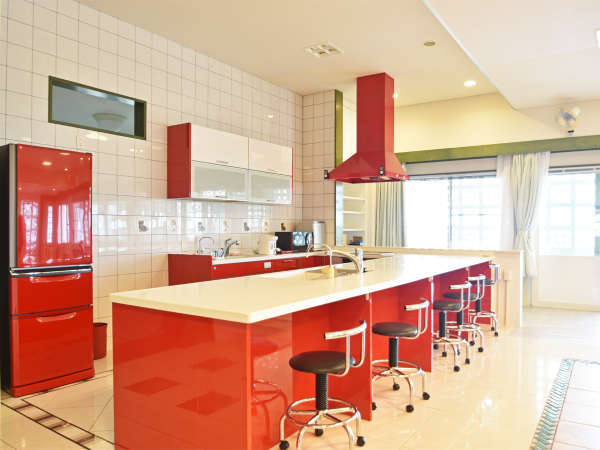 【カウンターキッチン】広々として、使い勝手抜群のキッチンです。