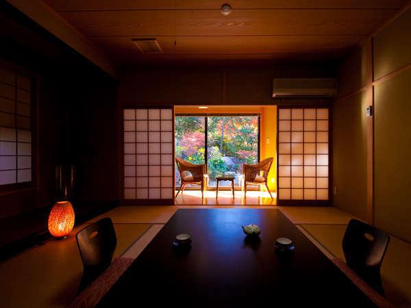【離れ客室】静粛で心落ち着く時間を自然の移ろいと過ごす。