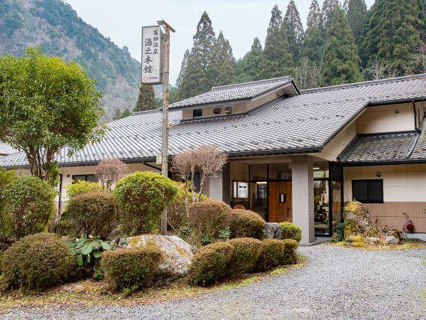 *外観/郡上八幡から車で約15分の山間に佇む当館。家庭的で温かみのあるおもてなしでお迎えいたします