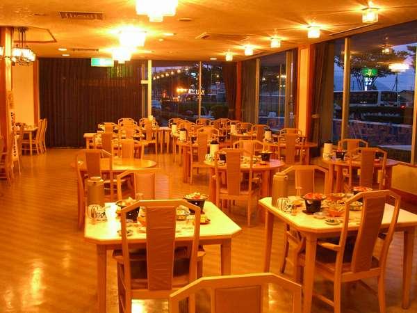 食事は1階レストラン「プランタン」にて♪