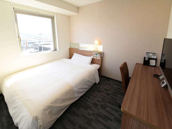 ダブルベッドルーム:有線LAN&無線LAN完備のお部屋です♪